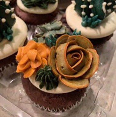http://delicatelydelicious.com/wp-content/uploads/2019/04/floralcupcakes-e1555449314598.jpg