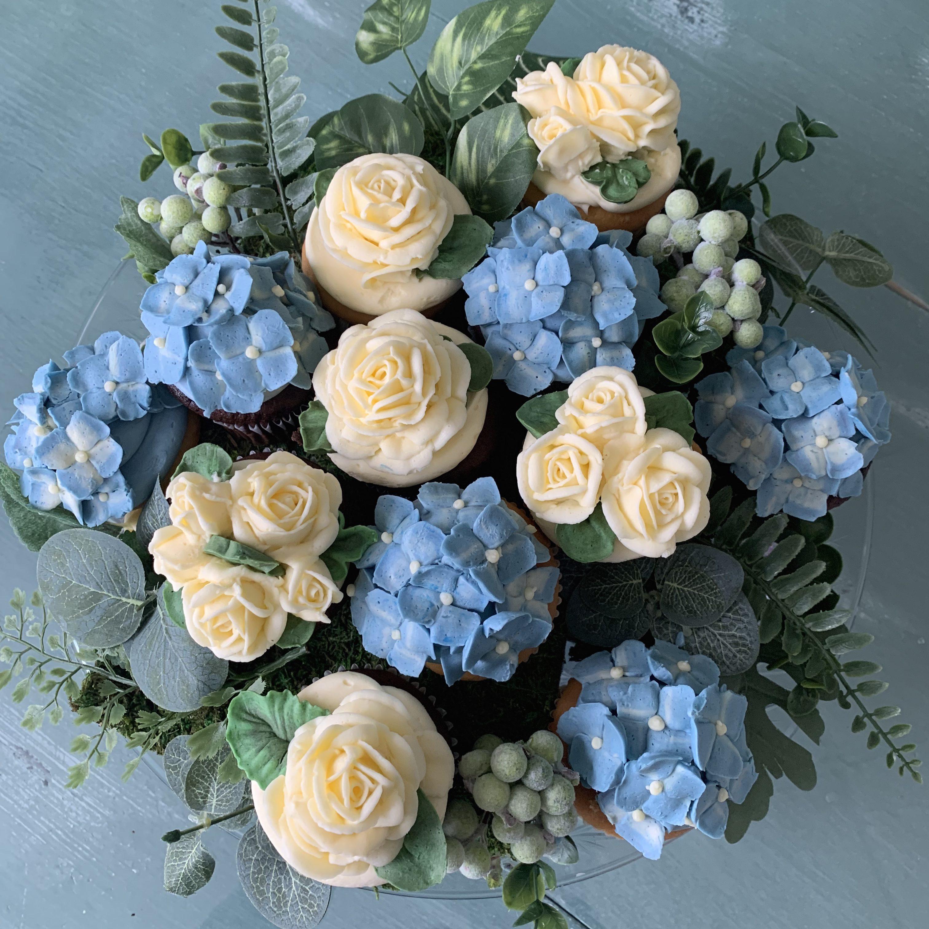 http://delicatelydelicious.com/wp-content/uploads/2019/05/White-Roses-and-Hydrangeas-e1558371032488.jpg